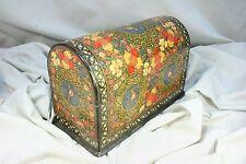 Caja de madera pintada a mano. Persia