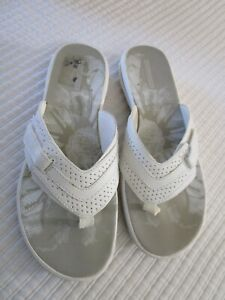 Collection by CLARKS White Women's Adjust Size 8 Thong Sandals Flip Flops