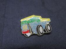 PIN'S PINS  Liebherr T 282B camion   + attache
