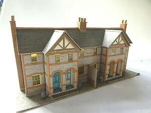 METCALFE OO GAUGE 4 TERRACED HOUSES