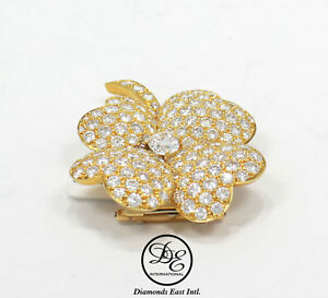 Van Cleef & Aprels Cosmos 18K Yellow Gold Pave Diamonds Oval Flower Pin Brooches