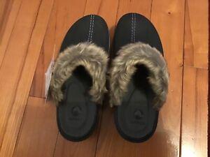 Brand new Crocs 16288 Womens Cobbler Fuzz  Faux Fur Lined Black Clogs Mules Sz 8