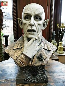 THE COUNT DRACULA VAMPIRE BUST. Gothic Horror Figurine by Nemesis Now. Stunning