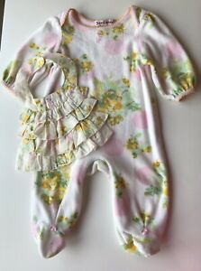 Juicy Couture Baby Girl Velour Babygrow & Matching Frilly Bib 0 3 Months