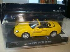 Voitures de sport miniatures jaunes