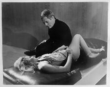 2 Photos Pierluigi - Séquence - Ursula Andress - Marcello Mastroianni - 1965 -