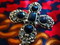 lot =belle ceinture dorée ,belle croix +foulard soyeux =,idée sur robe noire