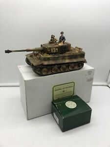 KING AND COUNTRY WW2 GERMAN TIGER MK 1 TANK WITH CREW BOXED