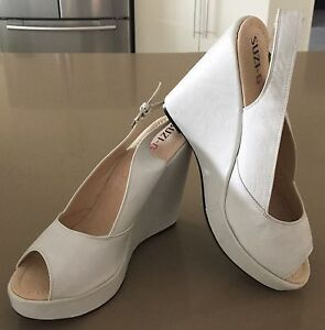 SUZI G COLLECTION  Size 41 Ivory Platform Open Toe Wedge Heel Shoes  NWOT