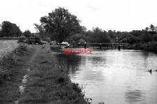 PHOTO  1974 WEYBRIDGE TOWN LOCK WEY NAVIGATION SURREY A 1974 VIEW OF THE LOCK FR