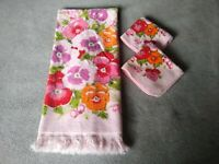 Vintage Cannon 70's Bath Towel, 2 Washcloth Pink w/ Pansy Floral Print USA Made