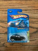 NEW Hot Wheels 1:64, #017 Realistix 2005 First Editions 17/20 Cockney Cab II