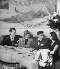 8b20-12943 Esther Williams Frank Sinatra dining out with friends 8b20-12943
