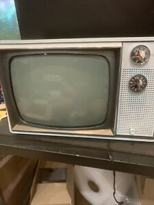"Vintage ZENITH 12"" CRT B&W TV 1976 Retro Gaming  Solid State Tv Read Descri"