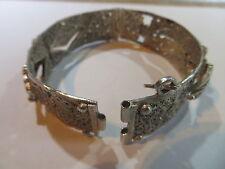 Bracelet en argent pur ciselé – très abîmé fermeture cassée – pour la refonte ar