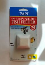 api vacation pyramid fish feeder  14 days   1.2oz
