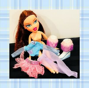 ❤️BRATZ Ice Champions Doll Winter Lodge Doll Exclusive With Some Accessories❤️