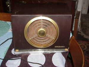 Vtg. RCA Victor Model 9-X-561 Golden Throat Tube Radio IT PLAYS, CABINET IS SHOT