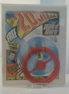 2000AD PROG # 1  FN+  KEY 1ST ISSUE WITH FREE GIFT SPACE SPINNER NM   1977
