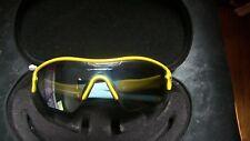 Gafas de sol amarillo Oakley para hombres  2a789107361c
