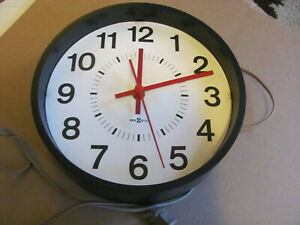 Howard Miller Wall Clock Model 622 576 Three Hands George Nelson 60s