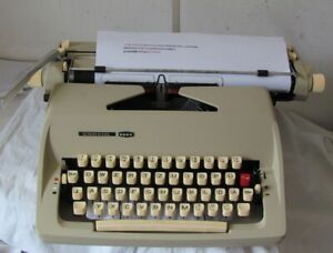 Mechanische Schreibmaschine Consul Modell 2224 mit Anleitung und Gewährleistung
