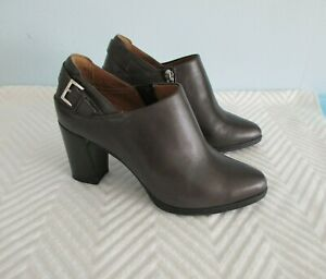 Clarks Artisan Womens Ankle Boots Heels Brown size 6 M