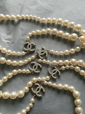 LONG IMPORTANT CHANEL 04A GRADUATED PEARL SAUTOIR CC LOGO MINI PEARL NECKLACE