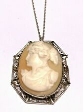 14k White Gold Cameo On Link Chain