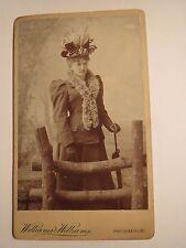 Hereford - stehende junge Frau mit Hut Schirm Schal - Kulisse / CDV England