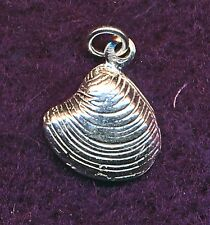 VINTAGE STERLING SILVER CLAM SHELL CHARM/PENDANT