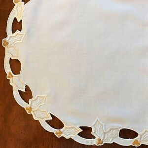 PLACEMAT Set/Lot: 6 White Cotton Fabric Embroidered Scalloped HOLLY Leaves Berry