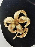 Beautiful vintage  gold tone flower Brooch