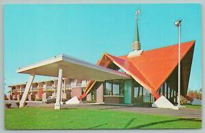 Burlington Vermont~Howard Johnson's Motor Lodge~Vintage Postcard