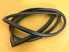 D/S B110 FRONT WINDSHIELD WEATHERSTRIP RUBBER SEAL  (si025)