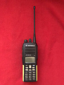 Motorola HT1550XLS  UHF 450 - 512 Mhz. With Charger