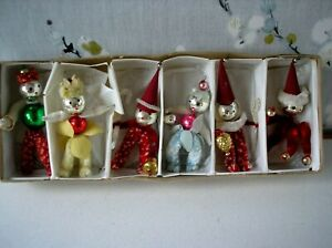VINTAGE CHRISTMAS TREE PIPE CLEANER DECORATIONS BOX OF SIX.