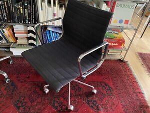 Aluminium Chair VITRA EA117 Eames Alu Chair, Hopsak schwarz, guter Zustand