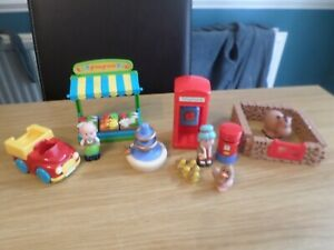 ELC HAPPYLAND VILLAGE ACCESSORIES FOUNTAIN PHONE STALL ETC  FREE UK POST