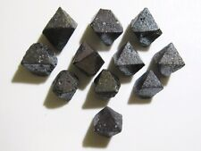 LOT DE 11 MAGNETITES OCTAEDRES 8-12mm