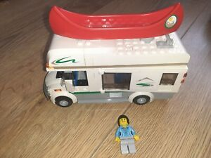 LEGO CAMPERVAN/CANOE + DRIVER