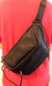 Mandarina Duck 🦆 Kemi Tracolla Sling Bag Color: Black Nikko NWT-Retail $130