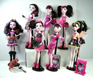 Monster High Dolls DRACULAURA daughter of Dracula all in vcg some rare accessor