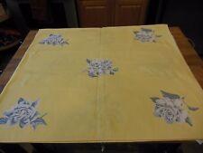 VINTAGE WILENDUR Yellow tablecloth White roses w/grey & white leaves (4) napkins