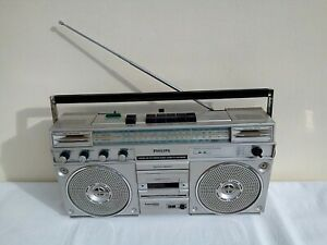 Philips D 8323 portable stereo radio cassette recorder / four band receiver