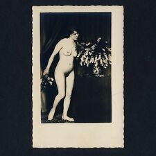 NUDE FLOWER GIRL / NACKTES BLUMEN-MÄDCHEN AKT * Vintage 1920s Real Photo PC
