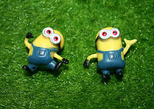 2 DESPICABLE ME MINION FIGERINES 38 mm x 38 mm CARTOON COMEDY MOVIE YELLOW