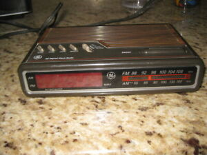 Vintage GE Digital Alarm Clock Radio AM/FM Woodgrain Model 7-4612A