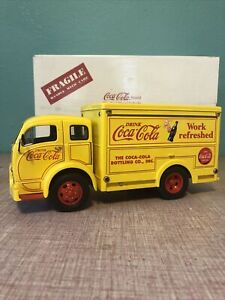 DANBURY MINT 1955 COCA COLA DELIVERY TRUCK..1:24..MIB..SHORT CANNISTERS..PERFECT