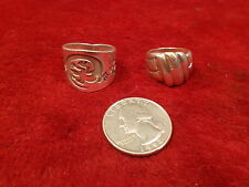 LOT OF 2 STERLING SILVER LADIES RINGS, MEXICAN MADE LIZZARD, SHELL STYLE